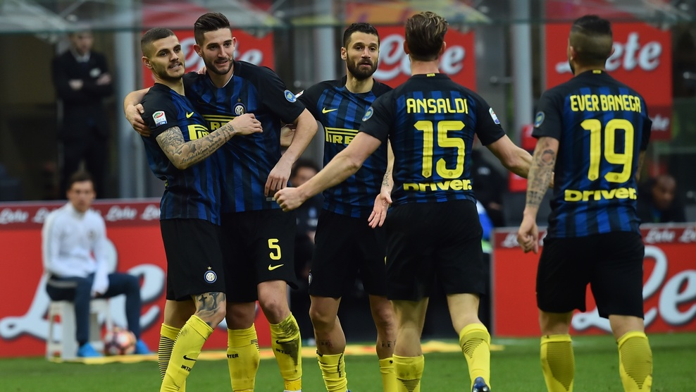 Inter Milan's midfielder from Italy Roberto Gagliardini (2ndL) celebrates with teammates after scoring a goal during the Italian Serie A football match Inter Milan vs Atalanta at